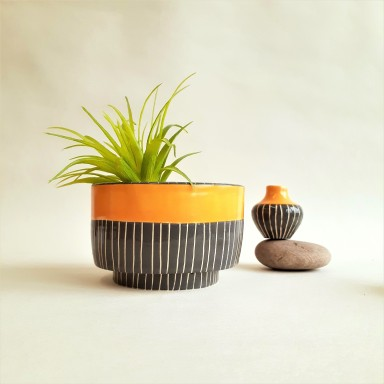 Footed planter with tiny vase